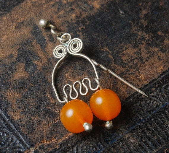 Vintage brooch with natural Baltic Amber beads