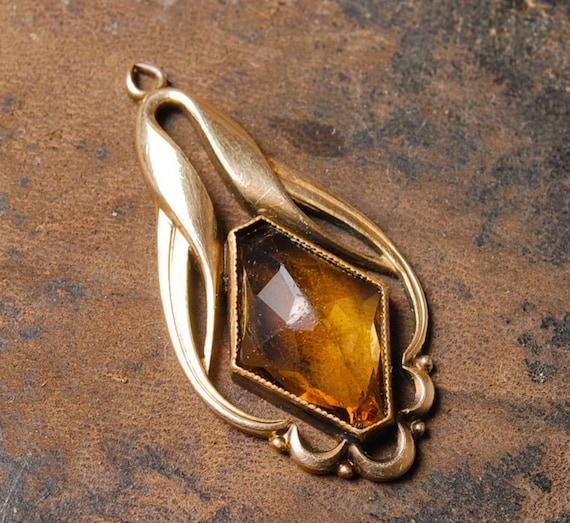 Vintage gold tone pendant, with glass rhinestone.