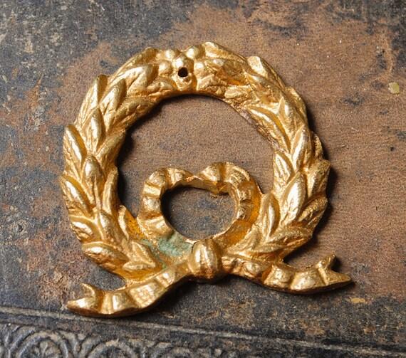 Vintage cast brass garland plate, flowers embellishment, connector, finding, pendant,