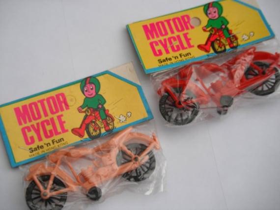 2 vintage dime store plastic motorcycle toys great by retropickins. Black Bedroom Furniture Sets. Home Design Ideas