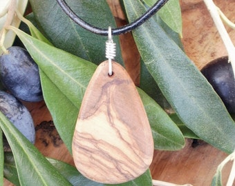 Olive Wood necklace beautifully natural