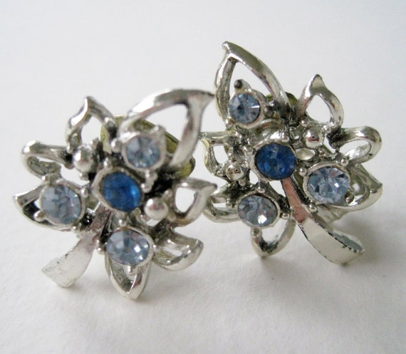 SALE 25 PERCENT OFF Vintage 50s Mid Century Hollywood Regency Silvertone Topaz Sapphire Blue Rhinestone Leaf Earrings