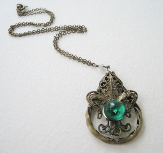Vintage 20s Victorian Edwardian Brasstone Cable Chain with Open Cut Filigree Emerald Rhinestone Pendant