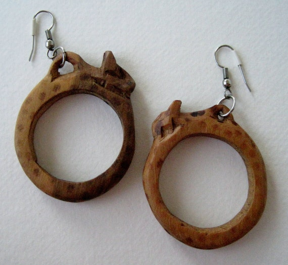 Vintage 70s Boho Primitive Carved Wooden Cheetah Hoop Earrings