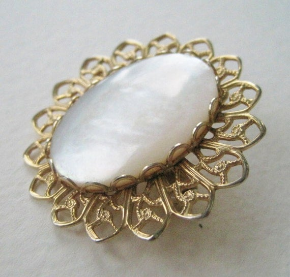 Vintage 80s Victorian Edwardian Style Goldtone Filigree Mother of Pearl Cameo Style Brooch Pin