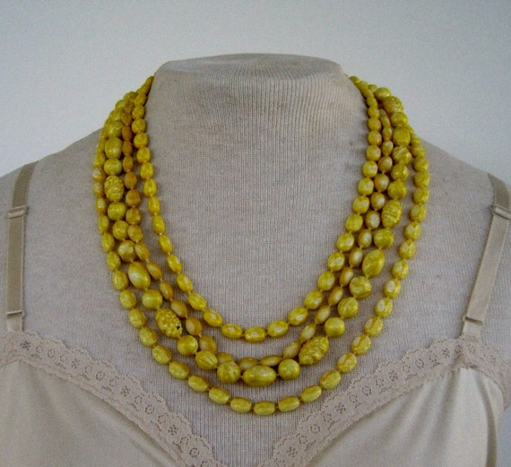 Vintage Retro Kawaii Graduated Multistrand Free Form Textured Yellow and White Bead Beaded Necklace