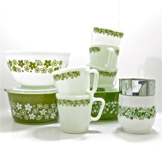 Spring Blossom by Pyrex 11 Pieces