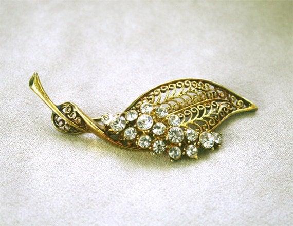 Vintage Leaf Brooch Pin Gold Filigree w/ Clear Diamond Glass Rhinestones Costume Jewellery 1950s