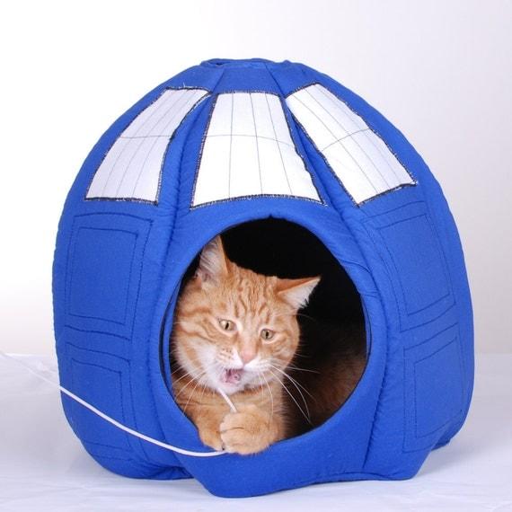 TARDIS Contraption for the Feline - Prototype Model
