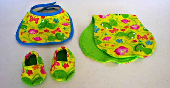 Lisa & Juaquime baby registry - Bib, Burpcloth and Booties - Spring Frogs - blue trim - Yellow and Lime green flannel - reversible