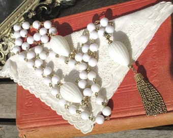 Vintage Mod 1950s White Necklace with Gold Chain