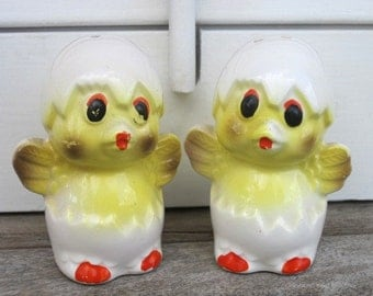 Vintage Hatching Chicks Salt Pepper Shakers, Vintage Sunny Yellow, Made in Japan, Kitschy Vintage Kitchen Decor