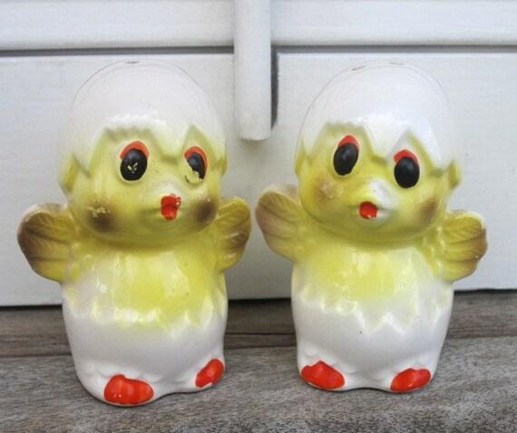 Vintage Hatching Chicks Salt Pepper Shakers, Vintage Sunny Yellow, Made in Japan, Kitschy Vintage Kitchen Decor