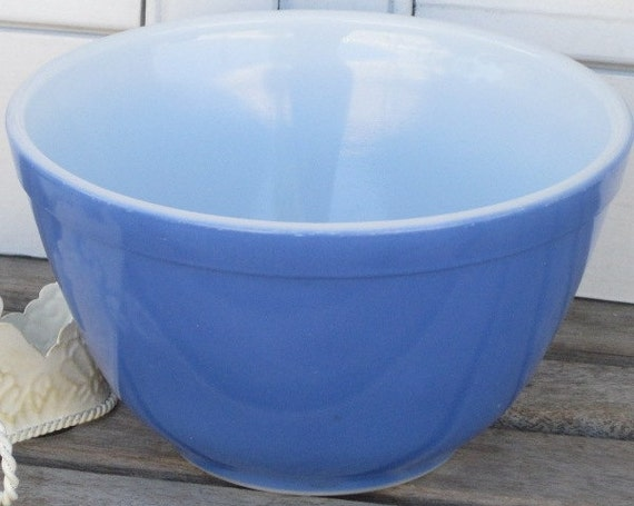 Vintage PYREX Primary Blue 1.5 Pt. Mixing Bowl, Retro Kitchen, Pyrex Collector