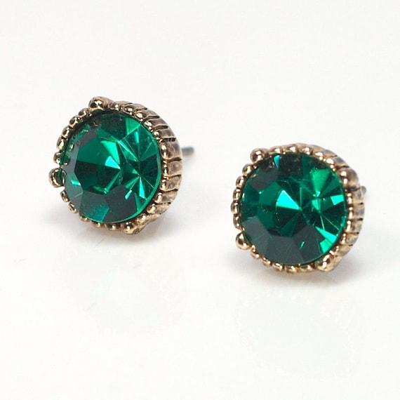 Vintage style mini faceted stud earrings/emerald