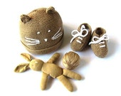 Knitted baby hat and little booties in camel. 100% wool. Newborn. Item unique.