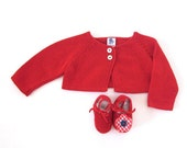 Knitted little baby coat in red, shoes with a little flower. 100% cotton. Newborn.