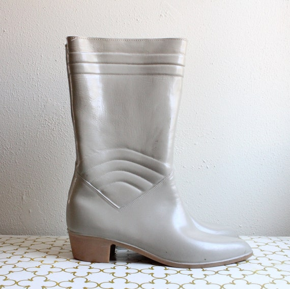 SALE - Vintage Beige Rubber Sporto Boots with Heels Size 7