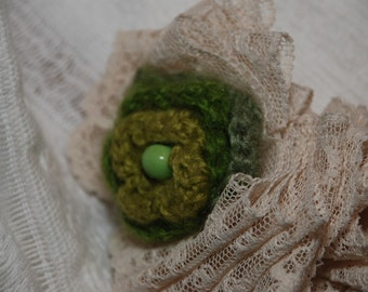 Vintage lace necklace with green crochet flower