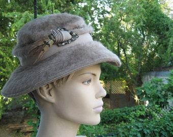 30s Vintage Taupe Fur Felt Jaunty Hat Feathers Jewels sweet