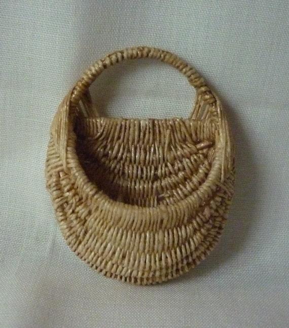 1:12th Scale Dollhouse Miniature Key Basket