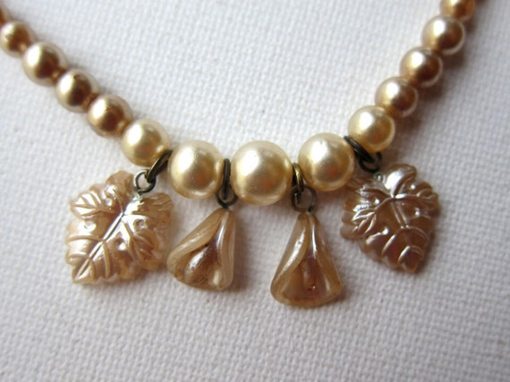 Vintage 1930s pastel cream faux pearls with 1920s pearlised flower and leaf beads