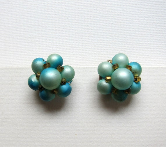 Vintage retro mid century  mad men glass turquoise bead cluster earrings