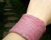 Wrist cuff band felted - musky pink