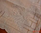 Vintage Dainty Embroidered Ladies Hankie
