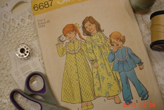 Vintage 1974 Pattern Childrens SIMPLICITY Robe Nightgown and Pajamas Size 4 Breast 23