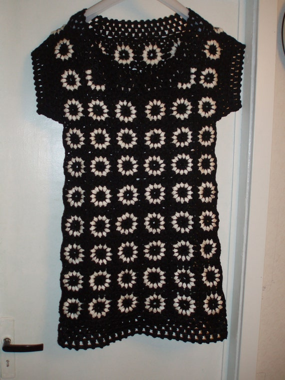 Crochet 1960-s hippie vintage style dress tunic  granny square puff stitch flowers black and white