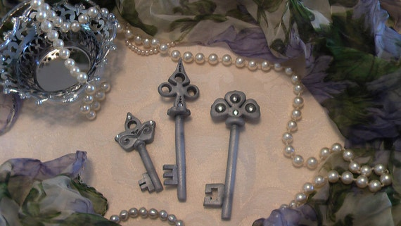 Gum Paste Skeleton Keys Crystal