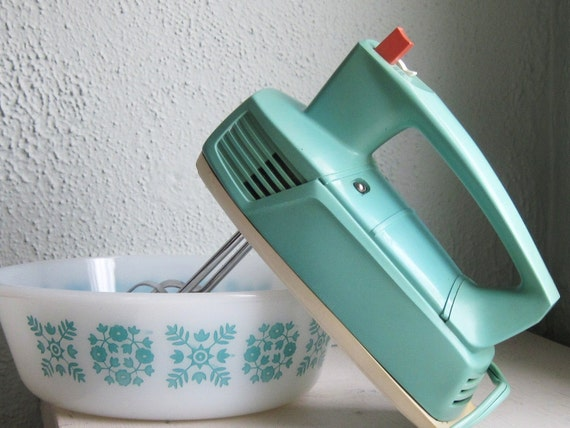 Vintage General Electric Hand Mixer Aqua Mint Green Still Works Great