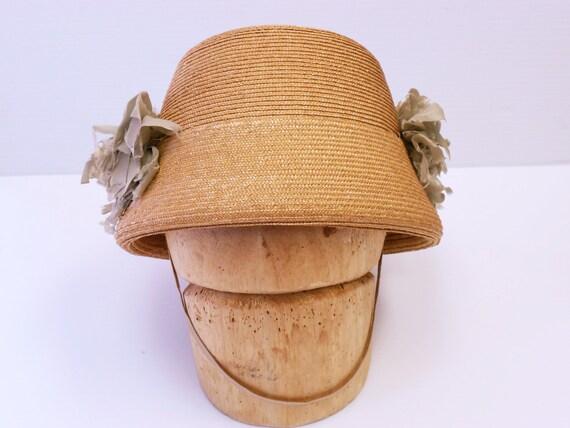 Vintage 1910 1920s straw cloche hat with silk flowers