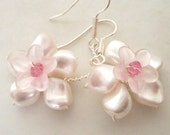 Pearl flower earrings - pink, white. Swarovski pearls and crystals, lucite flowers. Blossom earrings. Flower jewelry, pearl jewelry. E280