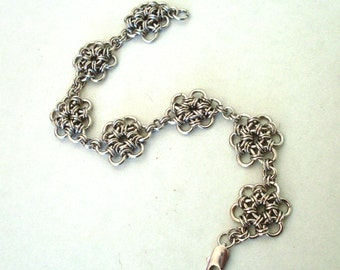 Chainmaille bracelet, antique silver. Flower design. Flower chainmail bracelet. Chainmail jewelry. B107