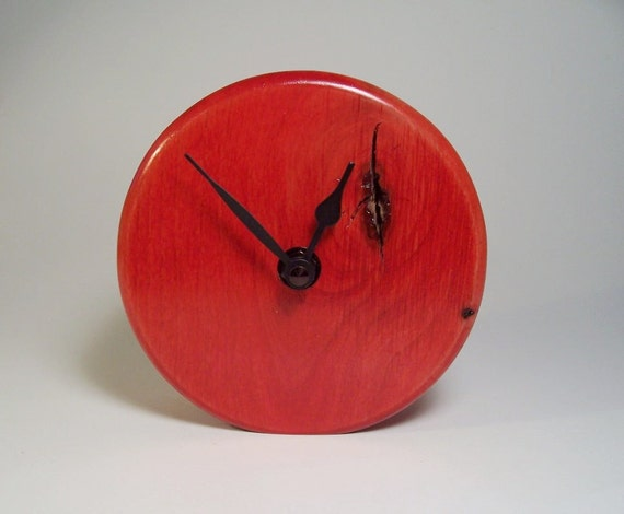 Red Plain Face Round Wooden Desk Clock Made of Alder