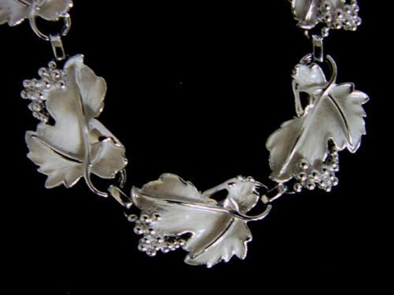 Vintage Sarah Coventry Necklace... Grape Leaf & Enamel