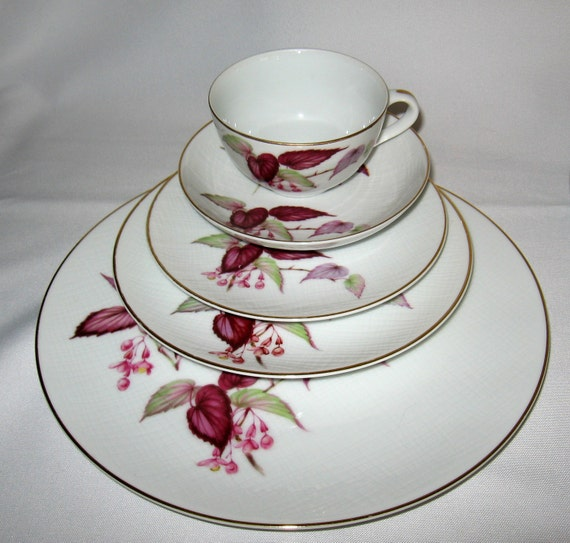 50 Piece Set Fuji Fine China Vintage REXONIA Pattern With Serving Pieces