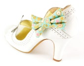 Green Floral Shoe Clips. Mint Sage bow clips with flower print. Feminine Bows. Laura Ashley style. Set of 2