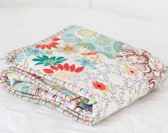 "Pretty Blooms Baby Quilt - Aqua 2 - Colorful Border (28"" x 36"")"