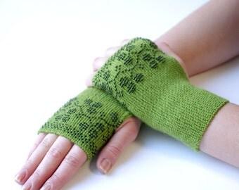 Warm green beaded fingerless gloves/wrist warmers with black berries