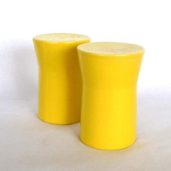MOD YELLOW SHAKERS/ Vintage Mid Century