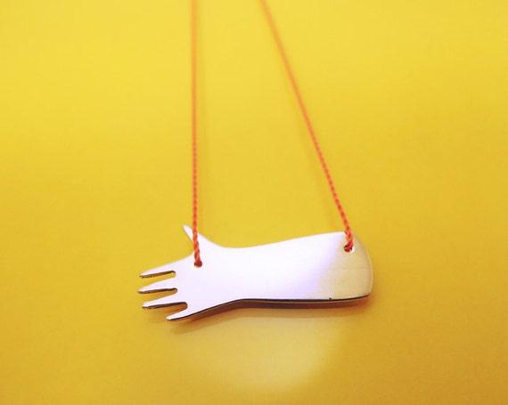 Little Hand necklace / collier Petite main