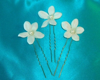 Bridal Hair Pins / Stephanotis With Pearl Centers