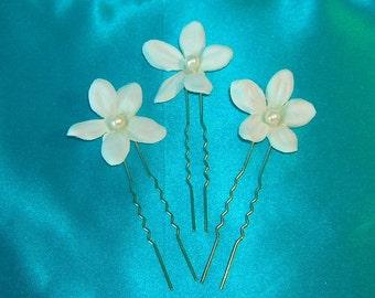 Bridal Hair Pins / Stephanotis With Pearl Centers