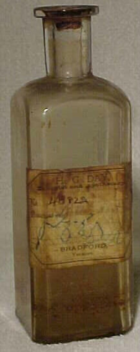c1880s H. G. Day Druggist and Apothecary Bradford Vermont , Original Paper Labeled Blown Glass Cork Top Medicine Bottle