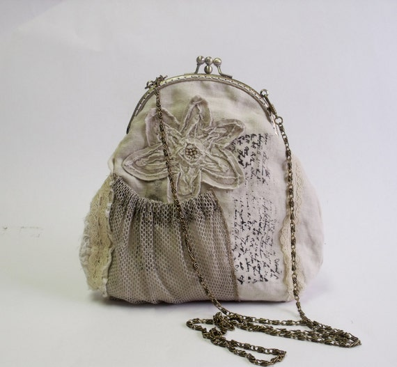 Vintage feeling beige lace two compartment frame bag