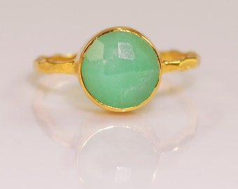 Sea Foam Green Chrysoprase Ring Gold, Solitaire Ring, Gemstone Ring, Stacking Ring, Gold Ring, Round Ring, Boho Ring, Green Stone Ring