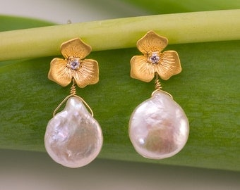 White Freshwater Pearl Earrings - Gold Earrings - Bridal Jewelry - Pearl Earrings
